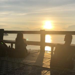 パンガンの夕日スポットでレゲエを聴きながらチルアウト