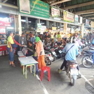 地元っ子だらけなチェンマイの朝市は、とにかく活気に溢れていました!