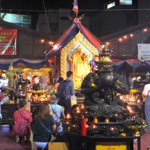 大人の盛り場と団地に囲まれたフワイクワンのローカル夜市