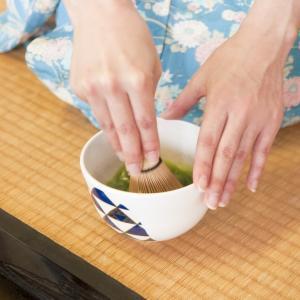 お茶出しのマナー・順番・接客の際のお茶出しマナー
