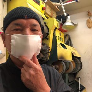 本革のサンダルを修理しました-アベノマスクして仕事中。