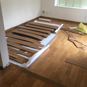 DIY 床を張った話(その2)巾木取りと板移動