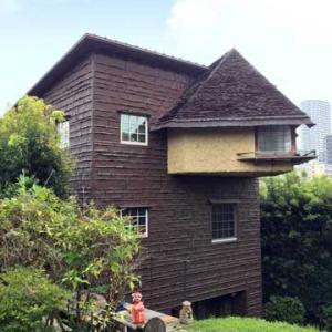 チョコレートハウスとトタンの家