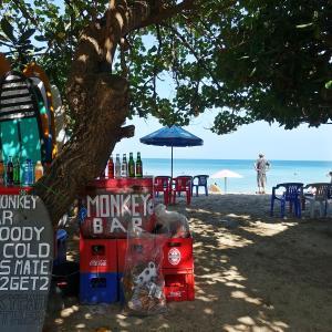バリ島最終日。個性的なスーツとか、0が多いお札の対処法とか。