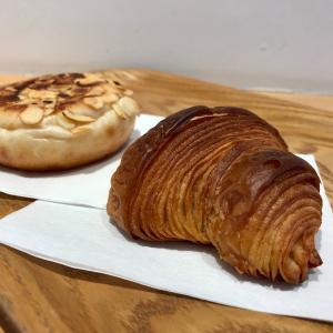 小さめのパンが並んでるの可愛い⚐foodscape (福島, 大阪)