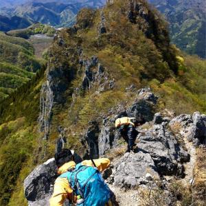 【双子山】2013年5月7日  誰が呼んだか秩父のクレイジーマウンテン ! 一般コースでもまあまあクレイジー。 (日帰り登山)