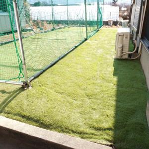 人工芝を敷いてみた!雑草対策には見た目的にもコレが良いよね。