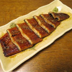 ◆国産鰻の蒲焼/鰻の肝串/山芋の漬物/野菜サラダ◆