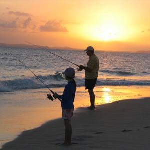 元気のない新入社員を海釣りに誘おうと思うんだが、プライベートに関わるのは迷惑かな?