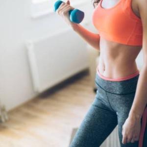女性必見!二の腕の脂肪を落とすダンベルを使った筋トレ方法3選