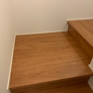 注文住宅の階段は四角い踊り場が便利!掃除も楽チン!