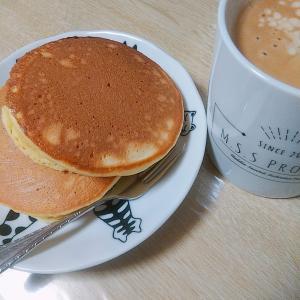 朝ごはんにホットケーキ食べたり。ステンドグラス風イヤリングのご紹介も!