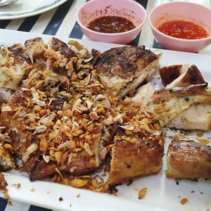 美味しい焼き立てガイヤーンを食べに『Thippharot Chicken Grill』