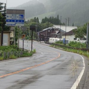 国道17号 八木沢トンネル 途轍もない数の道路標識が集中している道路
