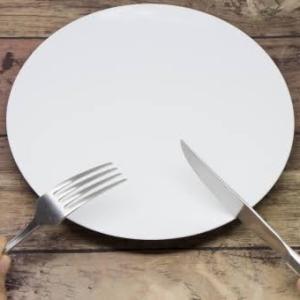 【勉強不足だと】糖質制限を批判する人がファスティングダイエットを進めているおかしな話【こうなる】