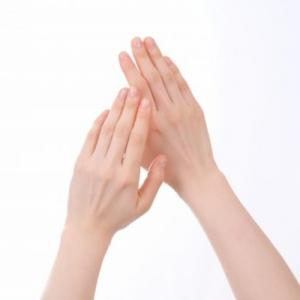 【効果のあったハンドケア】カサカサ手におススメ化粧水と手へ付け方