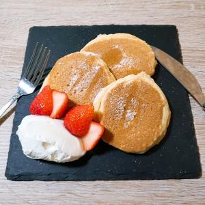 朝から低糖質パンケーキを焼く
