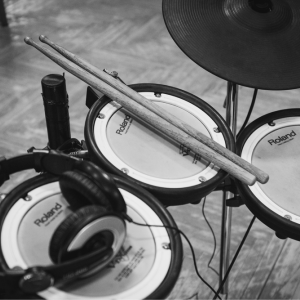 電子ドラムは家での練習に使えるのか?