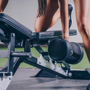 筋肥大に最適な筋トレの頻度は週何回?頻度より総ボリュームに注目すべし。
