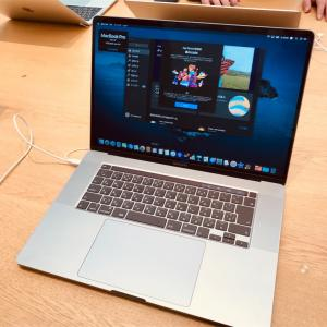 新型MacBook Pro16インチが発売!--不評だったキーボードは改善されたの?【Apple Store新宿で実機レビュー】