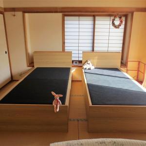 ベッドがやってきた・ジジババのお人形