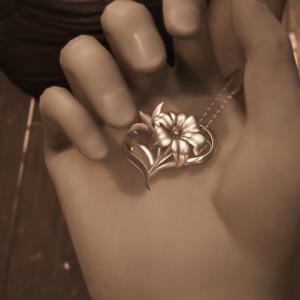 【FF7リメイク日記】エアリスの花の形と同じレズリーが大事にしていたネックレス。花言葉は…