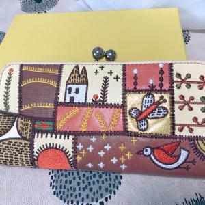 【ホコモモラ】誕生日プレゼントは昔から大好きな洋服ブランドのお財布!