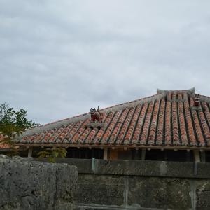 素足でかんじる竹富島ツアーと宮古島の民宿(沖縄の八重山諸島の竹富島と宮古島)
