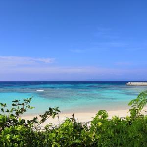 快晴の波照間島のニシ浜のクリームソーダ色の波照間ブルーの海(沖縄離島の八重山諸島の波照間島)