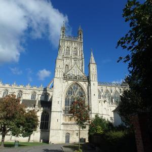 ハリー・ポッターのロケで使われてるグロスター大聖堂のあるグロスターのガイド・みどころと行き方とお店【イギリスの観光ガイド】
