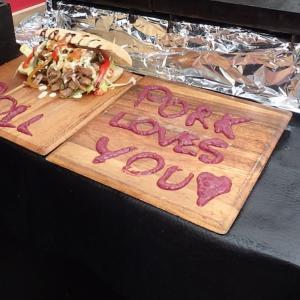 「豚肉があなたを愛してる」という洒落たセールス・トークが書いてあったカムデン・マーケットのお店