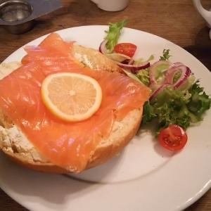 イギリスのバースの有名なサリーランズ・バンというふわふわのパン