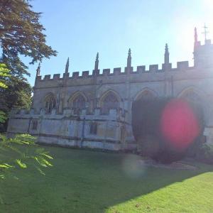 乗馬とコッツウォルズのウィンチコムにあるスードリー城と庭園(イギリスのコッツウォルズ)