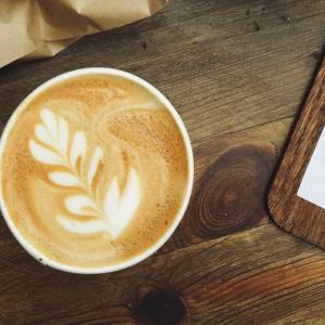 コーヒーを飲んで吐き気が起こる理由と防ぐ方法