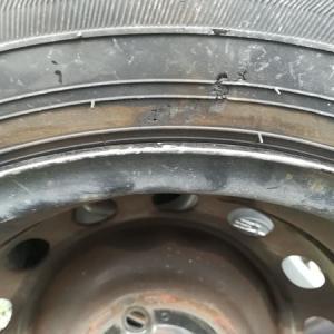 【DIY】自動車タイヤはパンクしたら直ぐに交換しよう