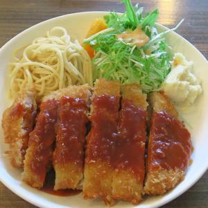 銭湯を改装したゲストハウスレストランSENTO 長崎名物トルコライスを八雲で