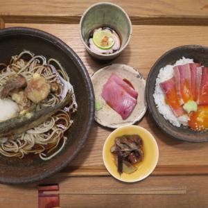 平岸 味処高雄で昼めし 天然鮎と落葉きのこ天ぷら蕎麦にぶりの漬け卵黄ご飯