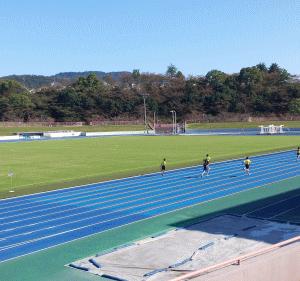 鴻ノ池で小学生の陸上競技大会を観戦
