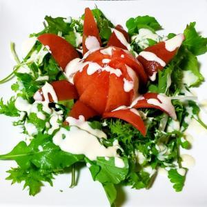 おひとりさまのまるごとトマトサラダヨーグルトマヨドレッシング