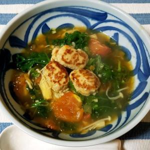 おひとりさまトマトの甘みと酸味が美味しい!鶏肉だんごの中華スープ