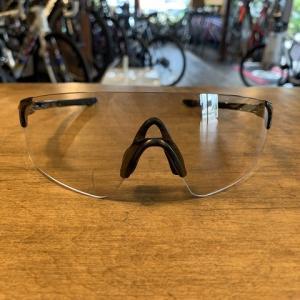 超軽量サングラス「EVZero Blades」の調光レンズが入荷しました。