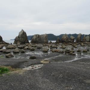 和歌山の旅(37)~串本町「橋杭岩」&「道の駅くしもと橋杭岩」