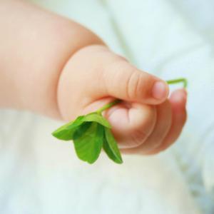 赤ちゃんが泣きやまない【私の体験談】母乳を与えすぎて娘を太らせた