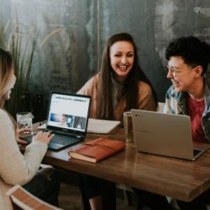 職場の人間関係が良くても転職をすべきか