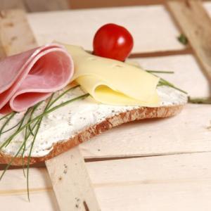 とろけるチーズってそのまま食べても大丈夫?加熱した方がいいの?