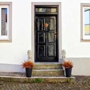 玄関ドアが開けにくい原因は?自分で直せる?簡単な対処法を紹介!