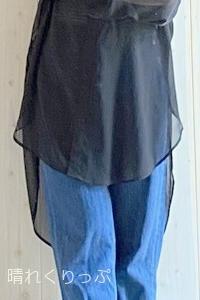 これなら50代でもタンクトップ着れちゃう!GUシアーロングシャツのカジュアルコーデ