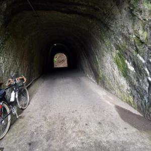 房総の素掘りトンネル 燈籠坂大師の切通しトンネル