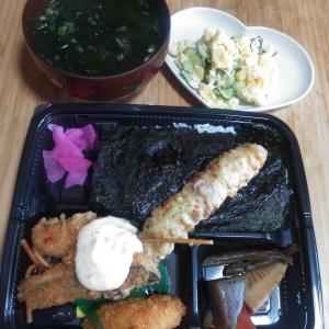 お昼ご飯は360円の海苔弁当