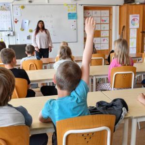 スウェーデンで小学校の先生になる為に大学の教育学部で勉強を始めました。